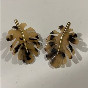 Tortoiseshell and gold monstera earrings